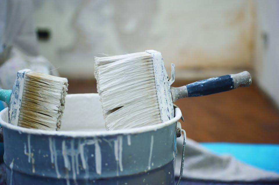 imbiancare casa - i pennelli e la vernice